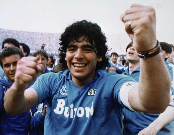 Maradona festeja su primer Scudetto