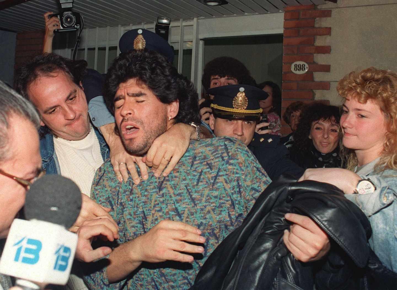 Maradona es detenido en Argentina en 1991