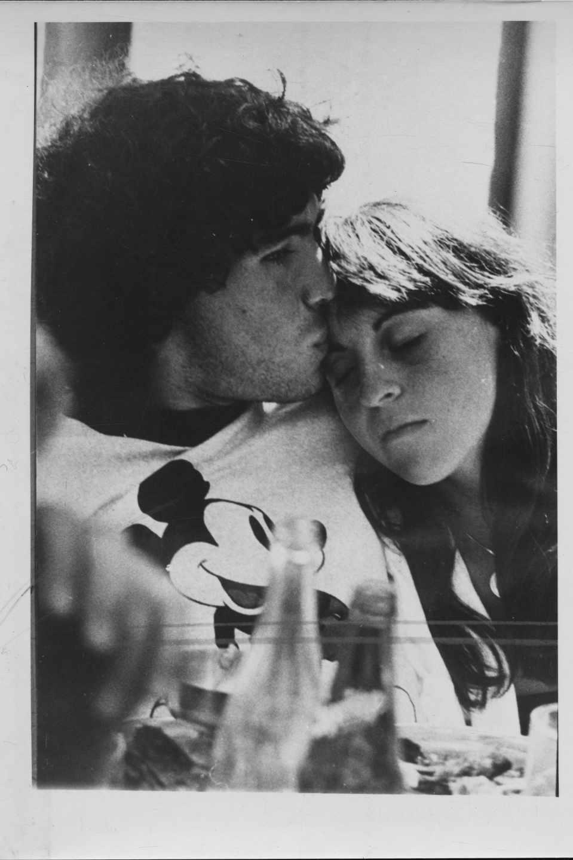 Maradona y su novia Claudia Villafañe