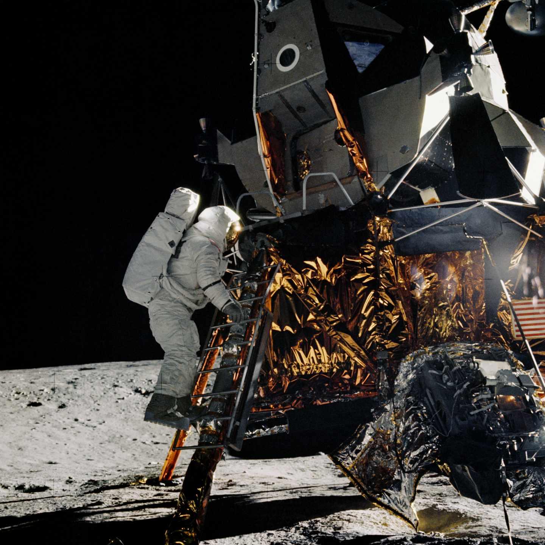 El astronauta Alan L. Bean subiendo al módulo lunar durante la misión Apolo 12 | NASA