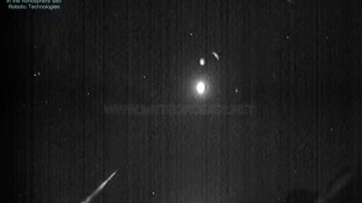 Imágen de la roca procedente de un asteroide impacta contra la atmósfera.