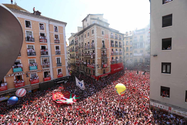 Chupinazo en la Plaza del Ayuntamiento en Pamplona.