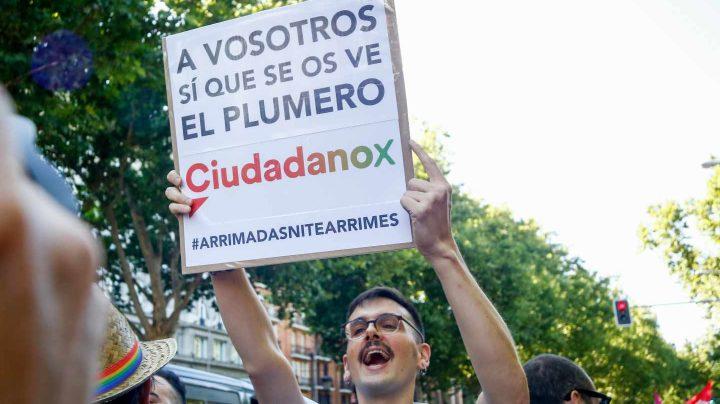 Protesta contra Ciudadanos en la marcha del Orgullo.