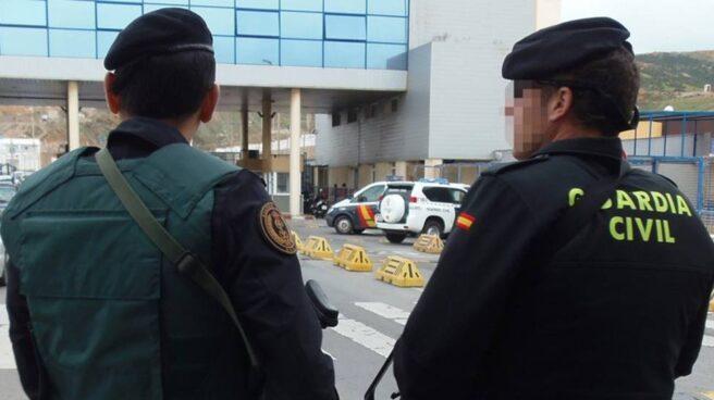 Efectivos de la Guardia Civil en Algeciras.
