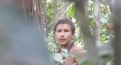 Hombre del pueblo Awá grabado recientemente en el Amazonas   Mídia Índia