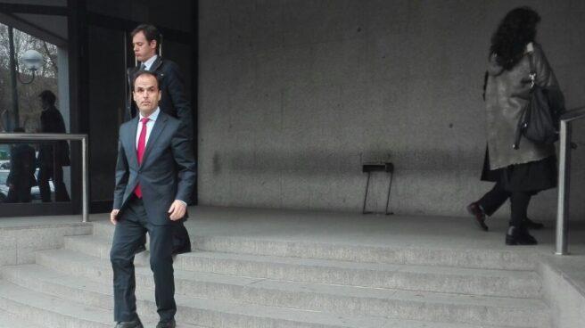El rector de la URJC, Javier Ramos, saliendo de la Fiscalía tras presentar una denuncia.