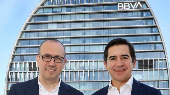 El consejero delegado y el presidente del BBVA, Onur Genç y Carlos Torres, respectivamente.