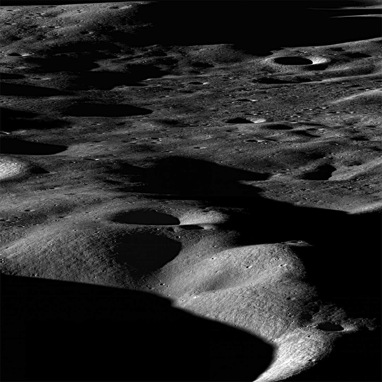 Montañas de la luna fotografiadas en noviembre de 2009 | NASA