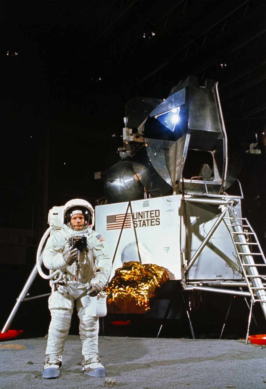 El astronauta Neil Armstrong durante un simulacro | NASA