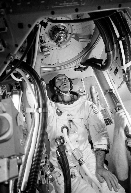 El astronauta Michael Collins durante unas pruebas en el módulo lunar | NASA