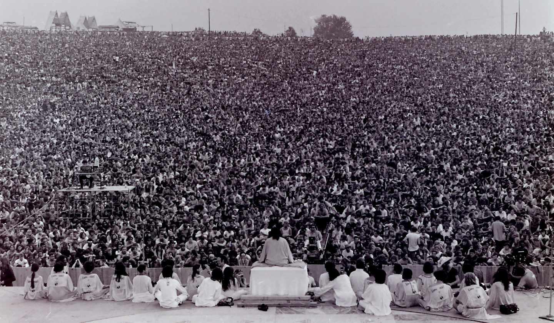 El gurú indio, el Swami Satchidananda, abrió el festival con un llamamiento a la paz.