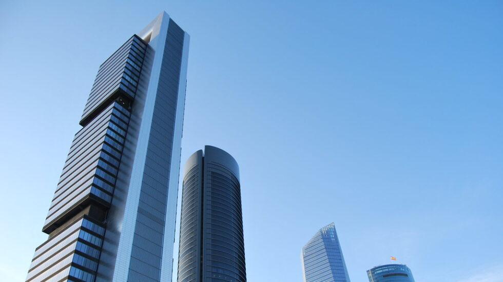 Panorámica de la Torre Cepsa, propiedad de Amancio Ortega, en el complejo de las Cuatro Torres de Madrid.