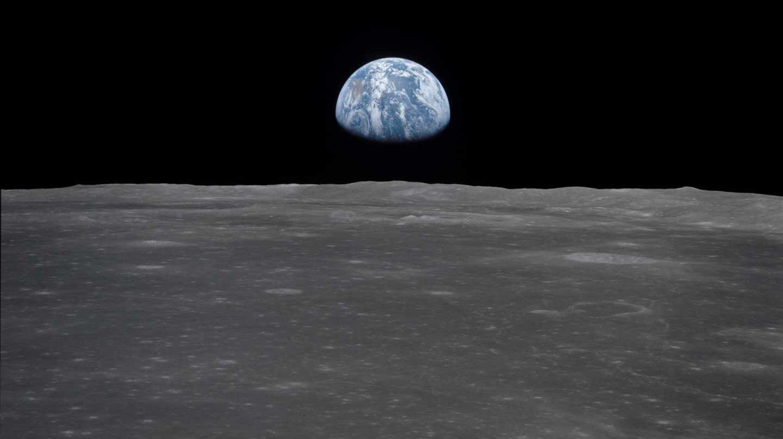 La Luna y la Tierra fotografiados desde el Apolo 11 en julio de 1969 | NASA