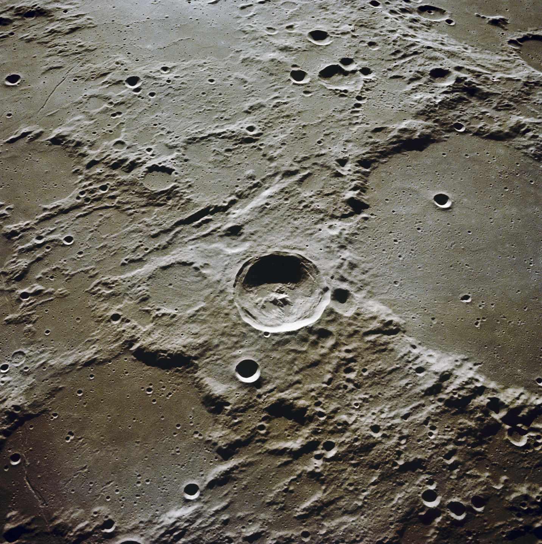 El cráter Ptolemaeus fotografiado en noviembre de 1969 en la misión Apolo 12 | NASA