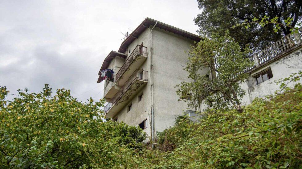 Imagen de la vivienda desde la que se precipitó el bebé de 20 meses fallecido en Güeñes.