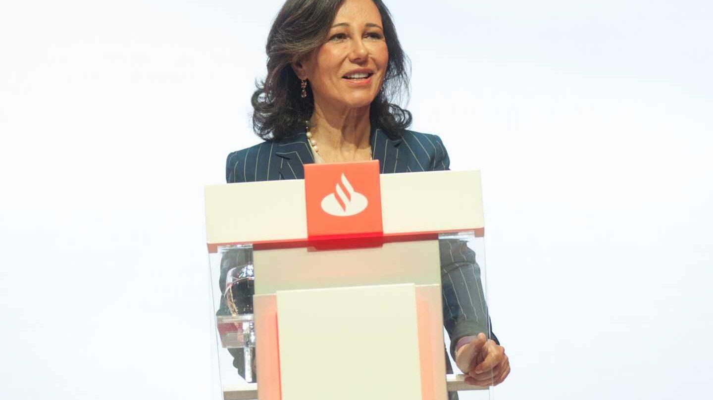 Santander reduce su beneficio un 14% tras asumir los costes de la reestructuración.