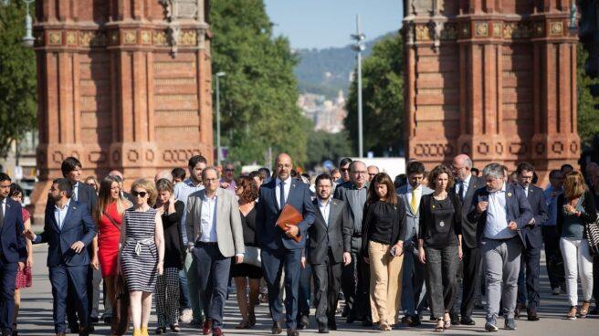 MIquel Buch llega al TSJC acompañado por Torra y el Govern en bloque.
