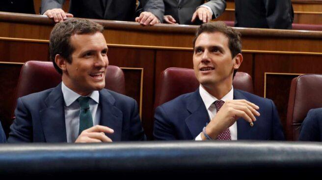 Fotografía de archivo. Albert Rivera y Pablo Casado en el Congreso de los Diputados.