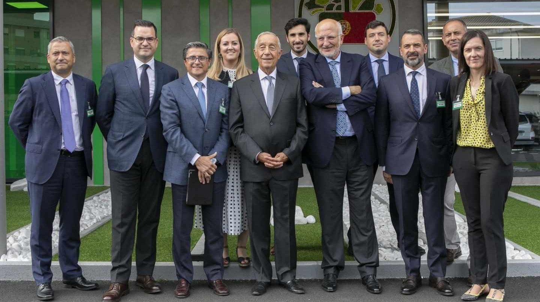 El presidente de Portugal, Marcelo Rebelo de Sousa, junto a Juan Roig y otros responsables de Mercadona.