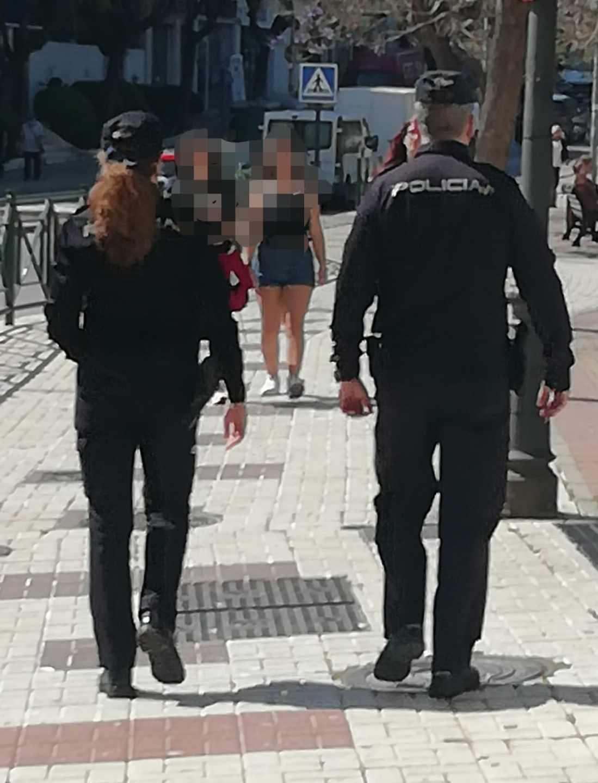 Una pareja de agentes de la Policía Nacional, en acto de servicio.