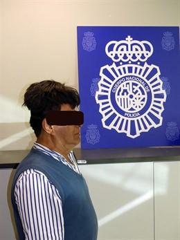 Pillan en el Aeropuerto de Barcelona a un hombre que ocultaba cocaína en su peluquín