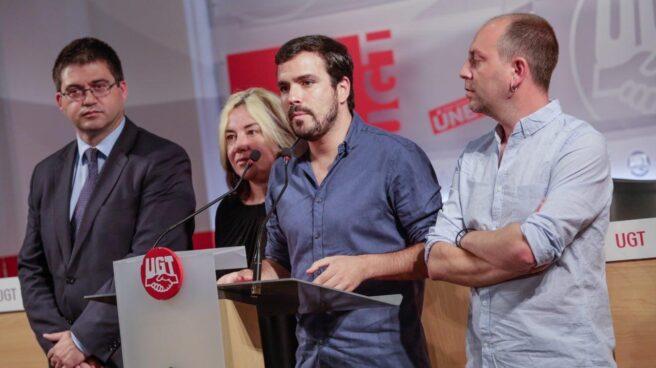 Alberto Garzón en 2016. A su izquierda el ex concejal de Economía de Madrid Carlos Sánchez Mato.