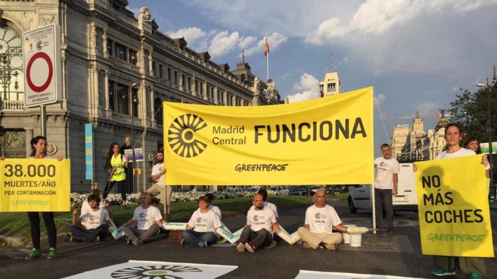 Greenpeace en Cibeles.