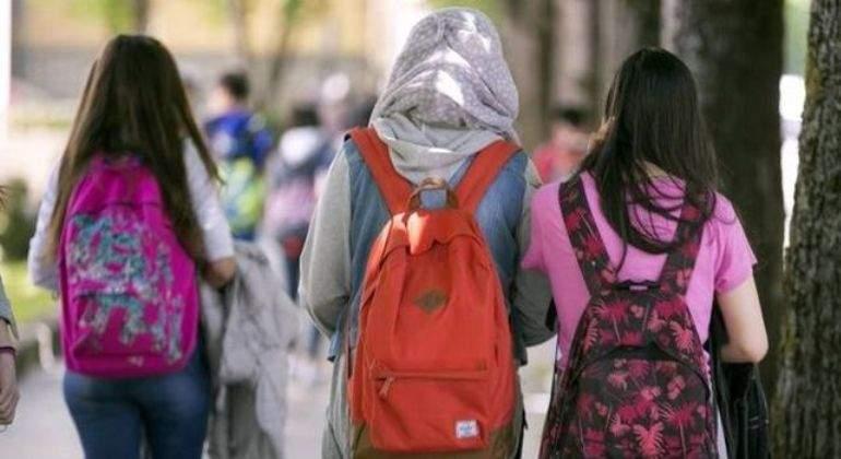 Estudiante con hiyab.