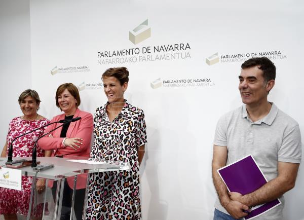 Representantes de PSN, Geroa Bai, Podemos e I-E en la presentación del acuerdo de programa.