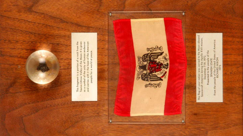 La piedra lunar que estuvo en posesión de Carrero Blanco y que se exhibe en el Museo Naval | Fundación Museo Naval