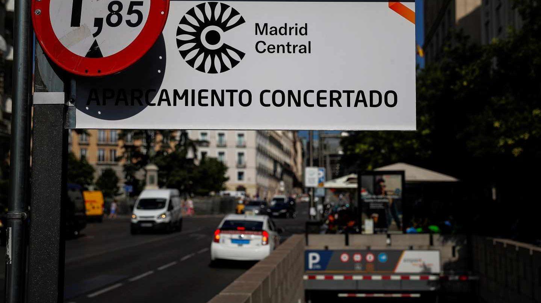 Parking autorizado en el interior de Madrid Central, donde este lunes han vuelto las multas por decisión judicial.