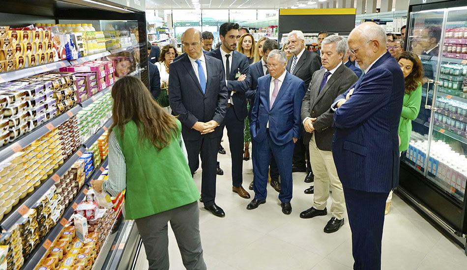 Mercadona inicia su andadura internacional con la apertura de su primer supermercado en Portugal.