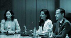 Los candidatos a presidir la Comunidad de Madrid, del Partido Popular, Isabel Díaz Ayuso (i), de Vox, Rocío Monasterio (c) y de Ciudadanos, Ignacio Aguado