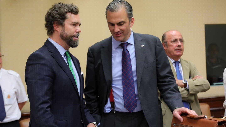Espinosa de los Monteros y Ortega Smith este miércoles durante la constitución de las comisiones parlamentarias.