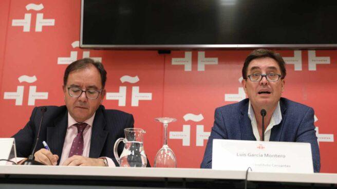 Ángel Luis Ortiz (izquierda), secretario general de Instituciones Penitenciarias, junto a Luis García Montero en la firma de un reciente convenio con el Instituto Cervantes.