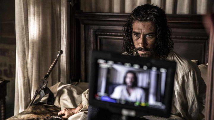 Oscar Jaenada como Hernán Cortés.