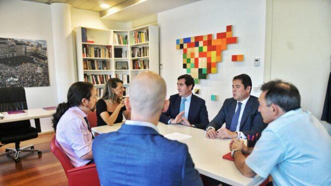 Reunión de el líder de Unidas Podemos, Pablo Iglesias, y el presidente de CEOE, Antonio Garamendi.