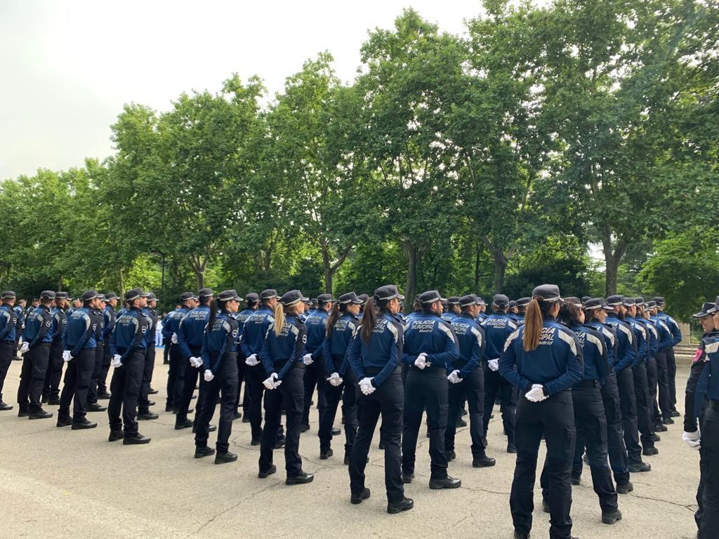 Policías municipales de Madrid forman en el Parque del Retiro.