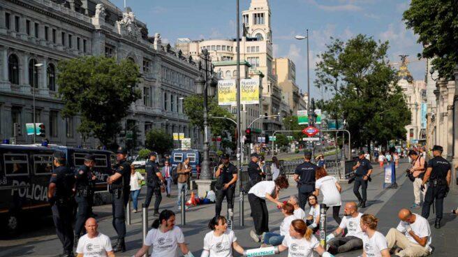 Protesta de Greenpeace contra el la moratoria que permite la circulación en Madrid Central.