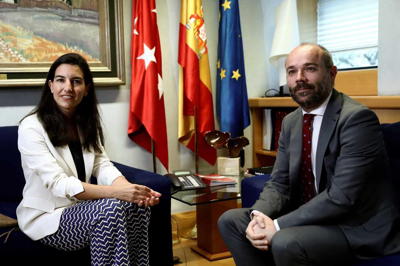 Rocío Monasterio (Vox) y el presidente de la Asamblea de Madrid, Juan Trinidad (Ciudadanos), reunidos este martes.