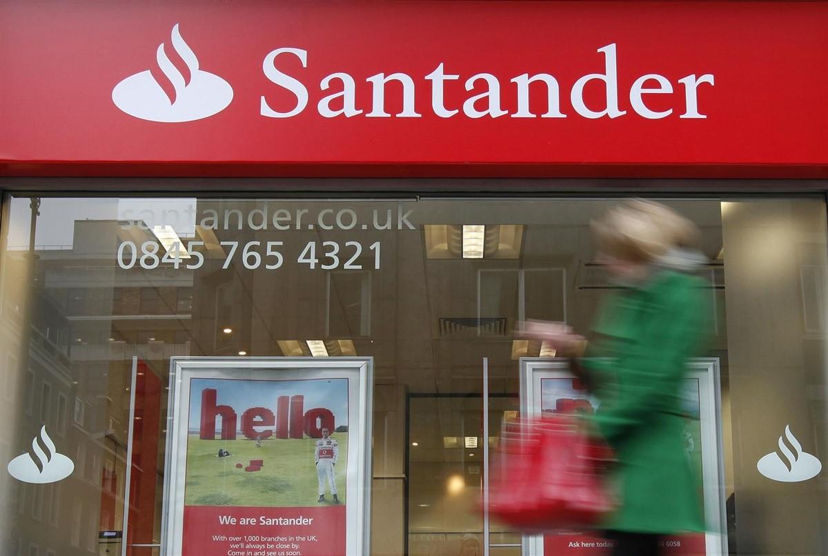 Santander reduce a la mitad su beneficio en Reino Unido en cuatro años.