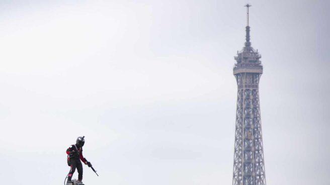 Francia ha exhibido este fin de semana su prototipo de soldado volador.