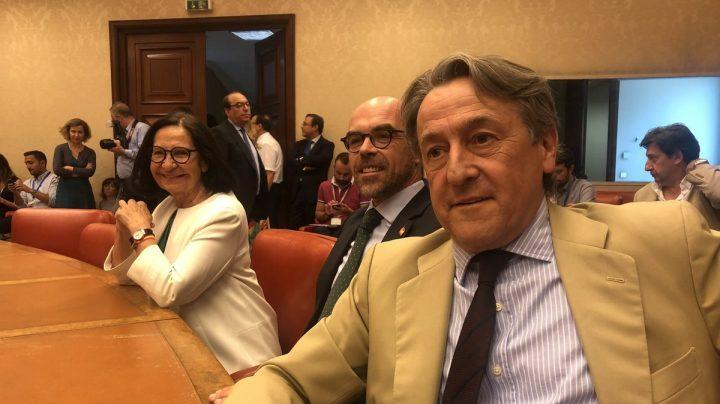 Eurodiputados de Vox con Hermann Tertsch en primer plano en junio pasado, en el acto de acatamiento de la Constitución.