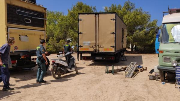 Detienen a 73 detenidos y otros 13 heridos tras desmantelarse en Ibiza una fiesta ilegal