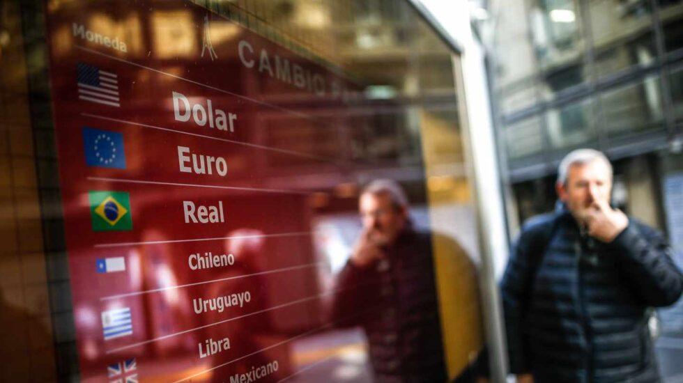El desplome de las divisas latinoamericanas 'cuesta' más de 5.300 millones a las empresas del Ibex en cuatro semanas.