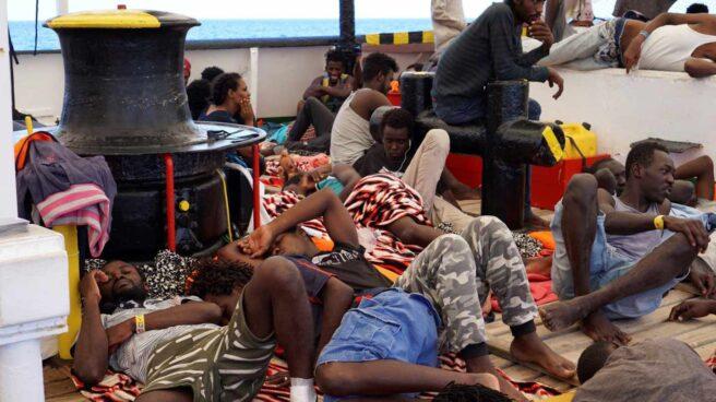 Migrantes este sábado en la cubierta del Open Arms.