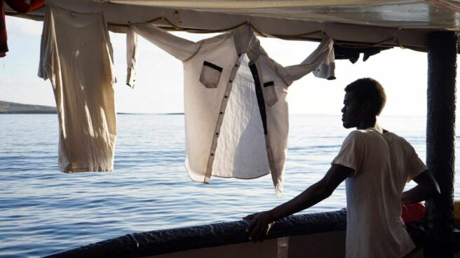 Un migrante desde la cubierta del buque del Open Arms.