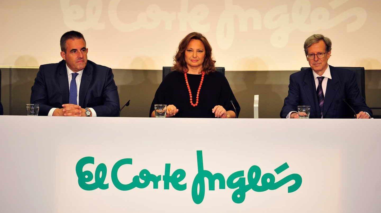 La presidenta de El Corte Inglés, Marta Álvarez (c), junto al Consejero Delegado del Retail de la empresa, Víctor del Pozo (i), y el secretario del Consejo de Administración, Antonio Hernández-Gil