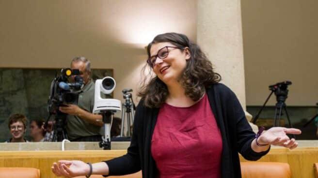La diputada regional de Podemos, Raquel Romero, a su llegada esta lunes al parlamento.