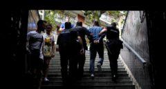 Despliegue policial contra los carteristas en el Metro de Barcelona.